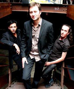Les membres de Lonj Trio qui jouent au Centre à Saint Marc sur Mer