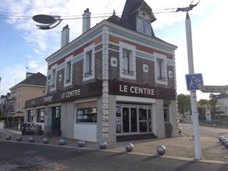 Photo à la fin des travaux du café-concert Le Centre Saint-Nazaire