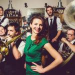 Les six membres du groupe The Sissy Swingers qui jouent au café-concert Le Centre à saint Nazaire le vendredi 21 septembre 2018