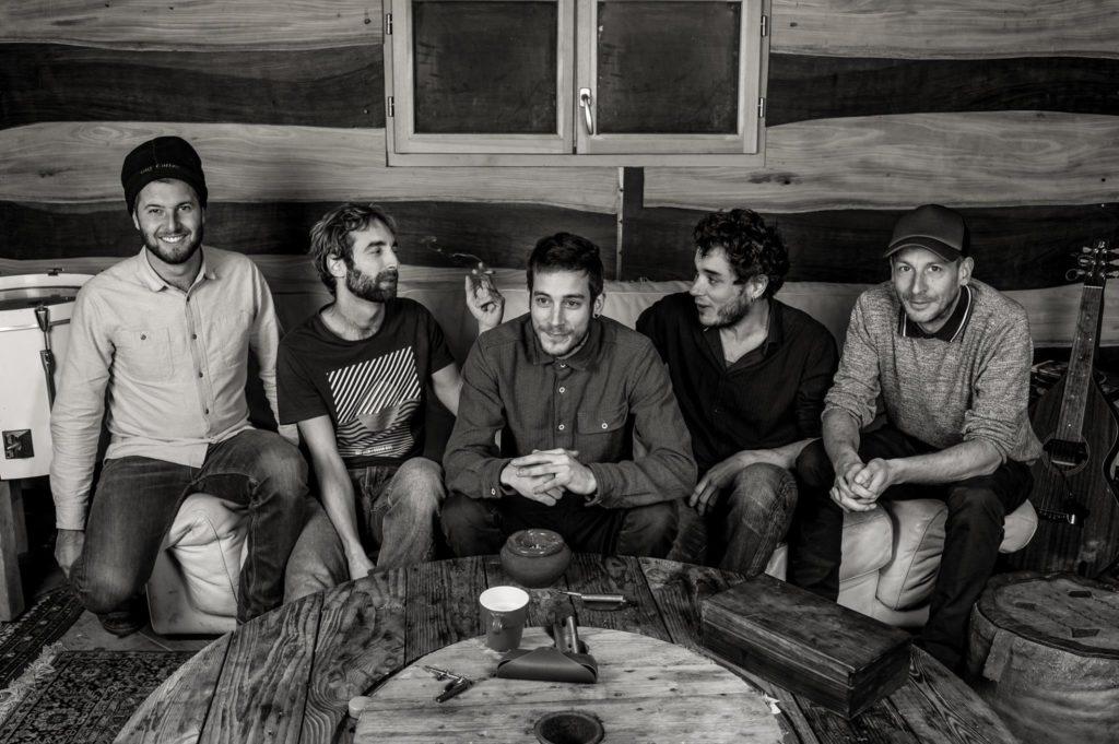 Les 5 membres du groupe Simawé en concert au Café Le Centre pour le festival Culture Barbars 2018