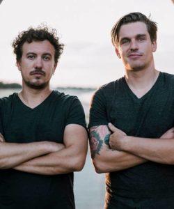 Le duo 'Archi Deep', groupe de rock en concert au café Le Centre à Saint Nazaire