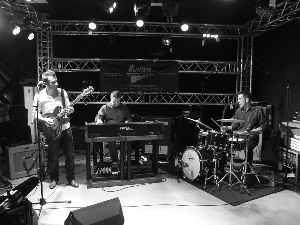 Blues organ combo qui joue au Centre à Saint Nazaire