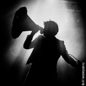 Le chanteur du groupe 'Balbazar' en concert au bar Le Centre à Saint-Nazaire