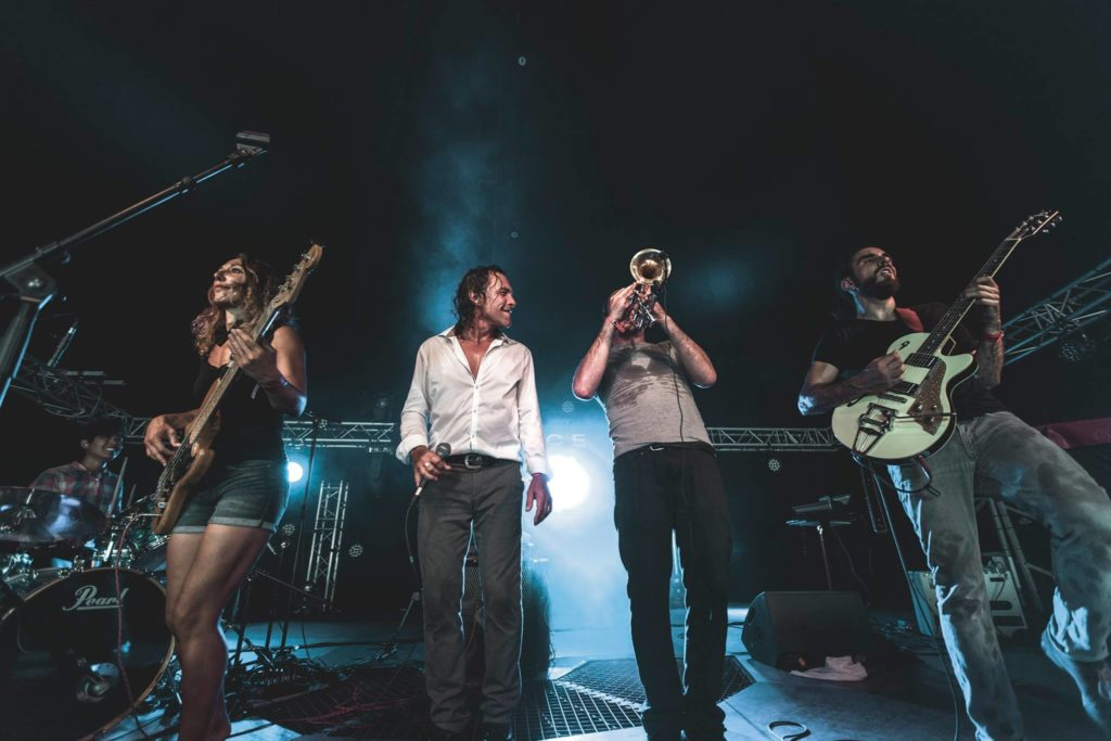 Le groupe Pheroce de rock français en concert au café Le Centre à Saint-Nazaire