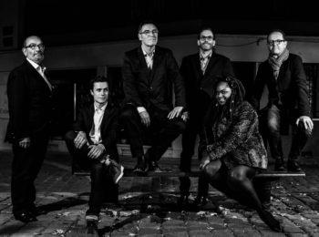 Le groupe nantais 'the three generations blues band' live sur la scène du bar Le Centre à Saint-Marc-sur-Mer
