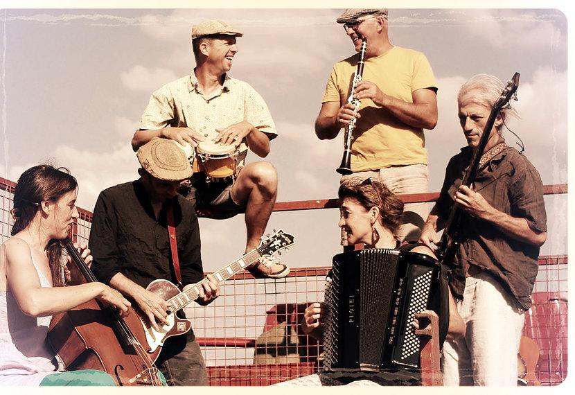 Le groupe Chili con Penfao en concert au café Le Centre à Saint Marc sur Mer