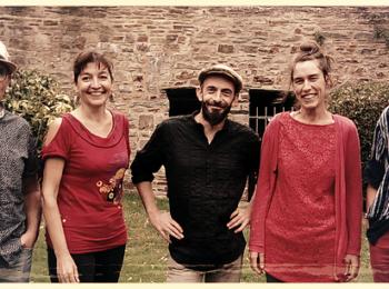 Les musiciens du groupe Chili con Penfao qui joue au café concert Le Centre à Saint-Nazaire