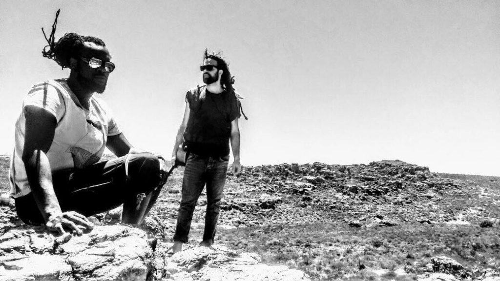 Yoann Minkoff & Kris Nolly, duo blues guitare-human beatbox au café concert 'Le Centre' à Saint-Nazaire.
