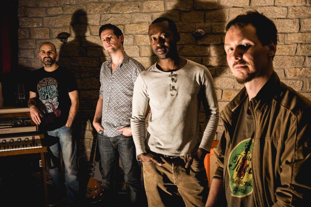 Photo des membres du groupe The Roots Ark, à Saint Nazaire, café-concert Le Centre.