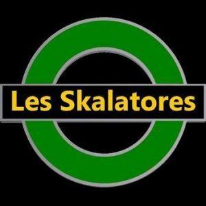 Logo du groupe 'Les Skalatores', ska musique sur la scène du café concert Le Centre à Saint-Nazaire.