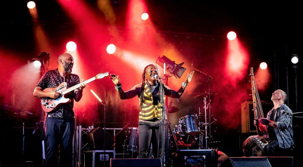 Le groupe Djusu, en concert au café-restaurant Le Centre à Saint-Marc-sur-Mer.